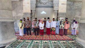 Melalui Dai kamtibmas, Polres Lobar Dorong Masyarakat Tetap Disiplin Prokes