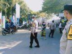 """Sanksi Sosial """"Bersih-Bersih"""" Kepada Pelanggar Prokes, Cara Tiga Pilar Lombok Barat Beri Efek Jera di Kecamatan Labuapi"""